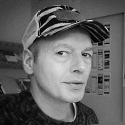 Studio foto Floris met cap. Ja, dat bent ik.