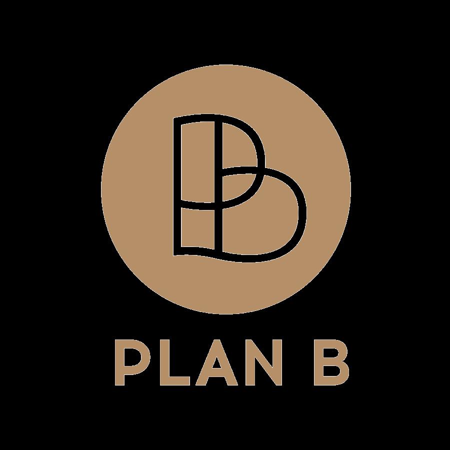 Definitief ontwerp Plan B logo in cirkel met naam eronder en alles in gouden kleurstelling.