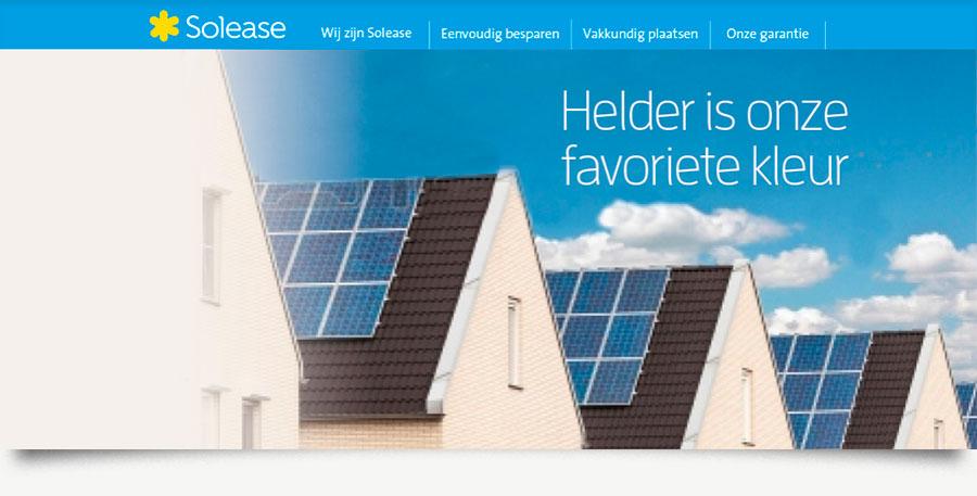 """Solease concept """"Helder is onze favoriete kleur"""". Daken met zonnepanelen onder blauwe lucht."""